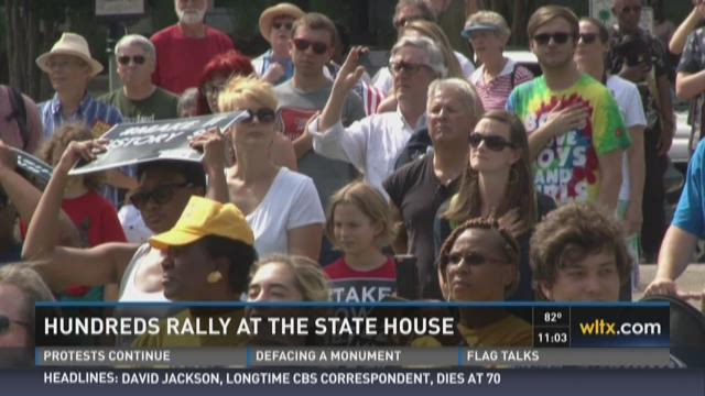 Hundreds Rally Against Flag at State House